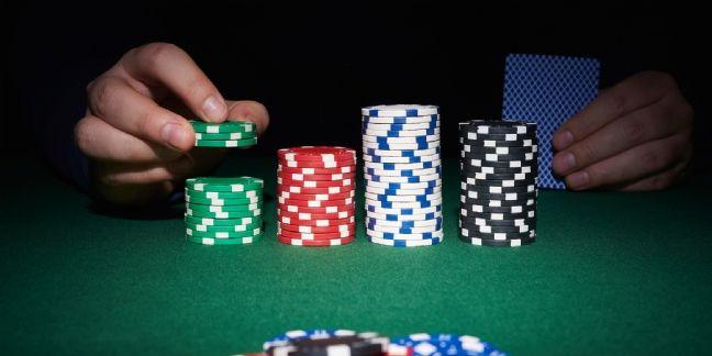 [Tribune] Du poker menteur au cube de verre : l'avenir du Daf