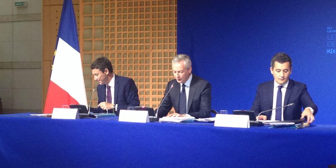Bruno Le Maire, ministre de l'Economie et des Finances (au centre), entouré de Gérald Darmanin, ministre de l'Action et des Comptes publics, et de Benjamin Griveaux, secrétaire d'État auprès du ministre de l'Économie et des Finances